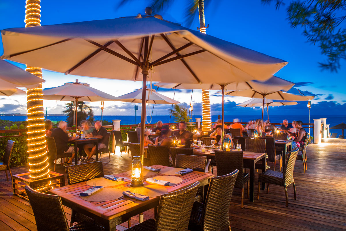 Dining On The Ss Of Grace Bay Beach Hemingway S Restaurant